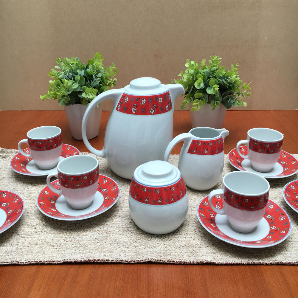 cafetera tazas rojas